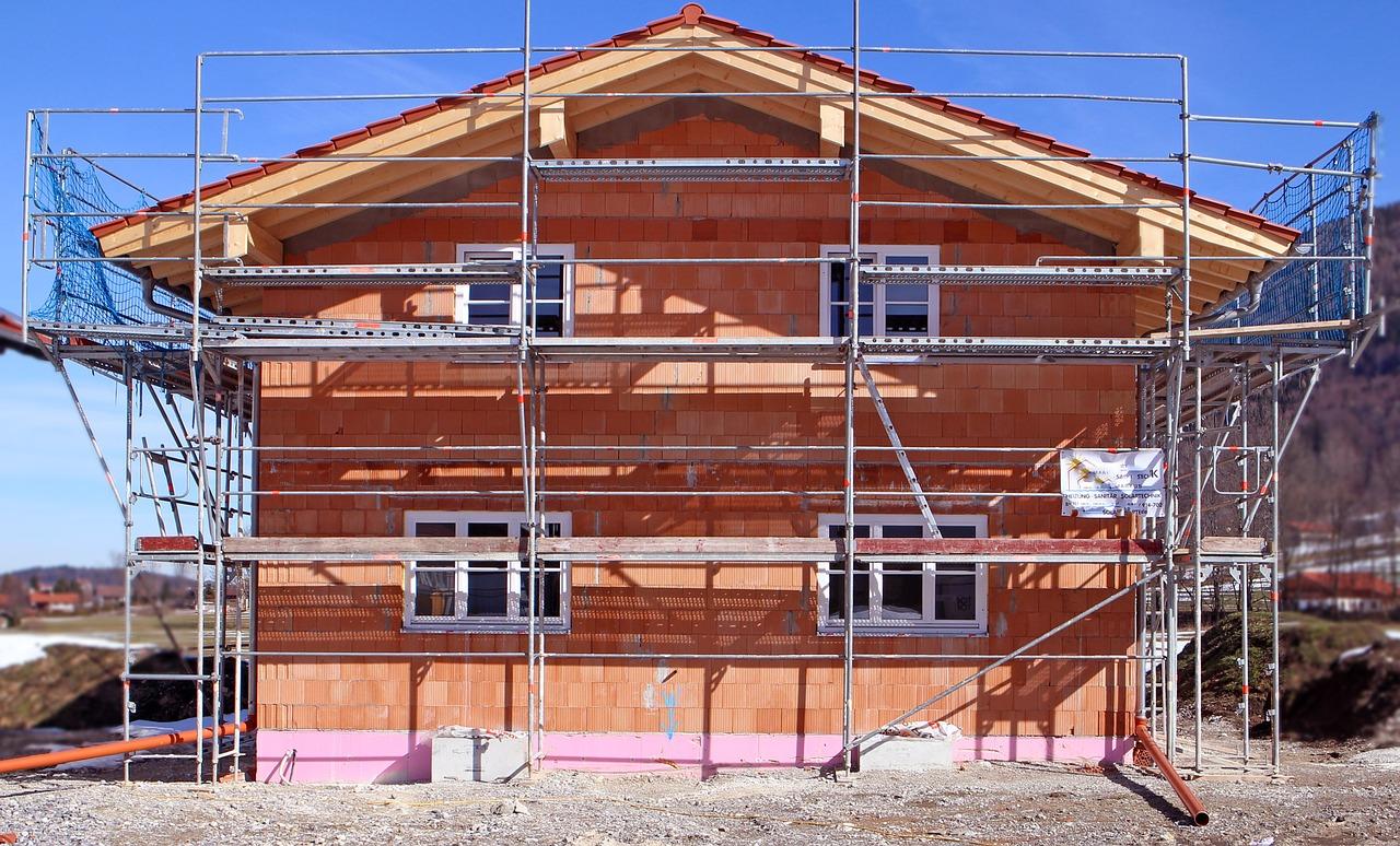 Quelles différences entre un constructeur et un maçon ?